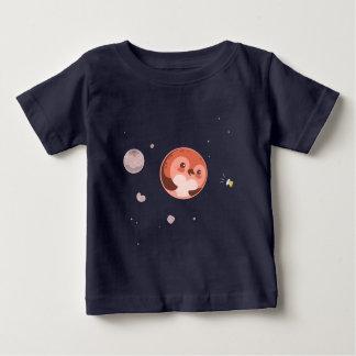 かわいいのプルートのペンギンの惑星および月 ベビーTシャツ