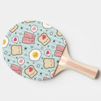 かわいいのベーコン及び卵焼きの解体されたサンドイッチ 卓球ラケット