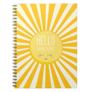 かわいいの空の明るくはっきりしたで黄色い微笑の太陽の日光 ノートブック