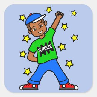 かわいいアフリカ系アメリカ人の勝者の男の子のステッカー スクエアシール