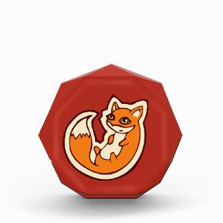 かわいいオレンジキツネの白い腹スケッチのデザイン 表彰盾
