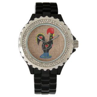 かわいいオンドリのBarcelosポルトガルのバーラップの背景 腕時計