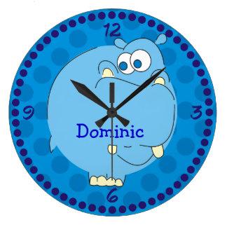 かわいいカバの名前入りな男の子の名前の青い柱時計 ラージ壁時計