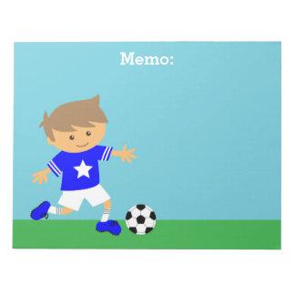 かわいいサッカーのスターの男の子、フットボールのテーマ ノートパッド