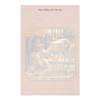 かわいいシカの雌ジカ及び子鹿の秋の赤 便箋
