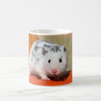 かわいいシリアのハムスターの白い黒によって斑点を付けられるおもしろいなペット コーヒーマグカップ