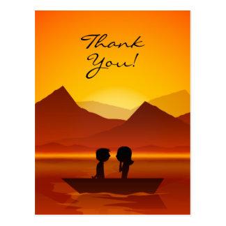 かわいいシルエットのカップルの船遊び山は感謝していしています ポストカード