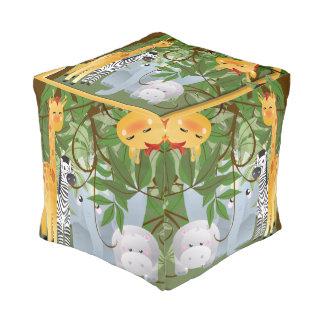 かわいいジャングル動物の立方体 プーフ