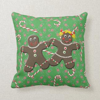 かわいいジンジャーブレッドのカップルの男の子の女の子のクリスマスキャンデー クッション