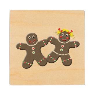 かわいいジンジャーブレッドの男の子の女の子の夫の妻のクリスマス ウッドコースター