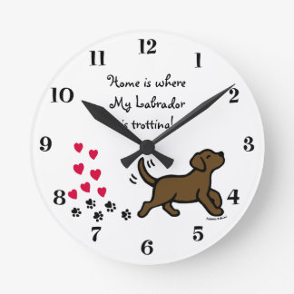かわいいチョコレートラブラドールの小走りに走る時計 壁時計