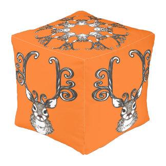 かわいいトナカイのシカのコテッジのpoufの枕オレンジ プーフ
