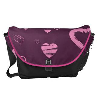 かわいいハートのモダンなピンクパターン メッセンジャーバッグ