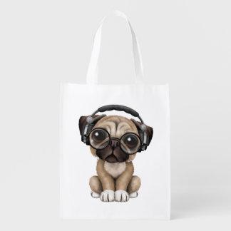 かわいいパグの子犬の身に着けているヘッドホーン エコバッグ