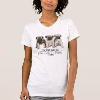 かわいいパグはHazの注意のTシャツできます Tシャツ