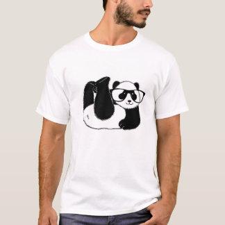 かわいいパンダくま身に着けているガラス Tシャツ