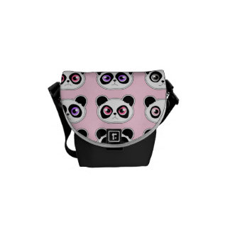 かわいいパンダの表現のピンク クーリエバッグ