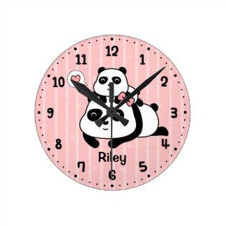 かわいいパンダカブスおよびお母さんの子供の養樹園部屋の装飾 ラウンド壁時計