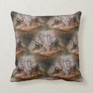 かわいいヒキガエルの顔動物パターン クッション