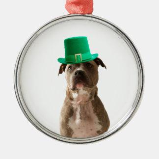 かわいいピット・ブル犬の帽子のセントパトリックの日 メタルオーナメント