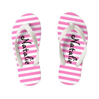 かわいいピンクおよび白のストライプな名前入り キッズビーチサンダル