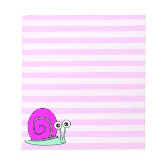 かわいいピンクのかたつむりのメモ帳-ピンクのストライプ ノートパッド