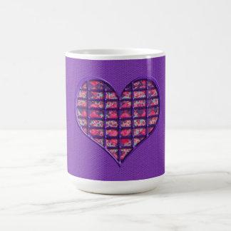 かわいいピンクのガーリーなハートの物質的な花柄 コーヒーマグカップ