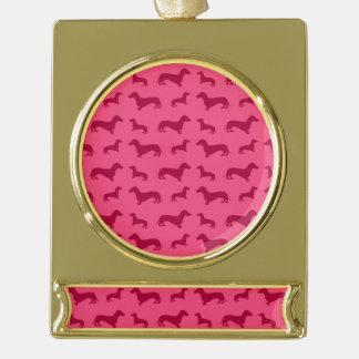 かわいいピンクのダックスフントパターン ゴールドプレートバナーオーナメント