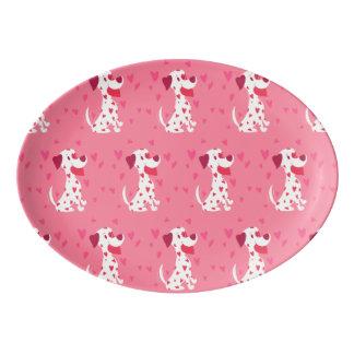 かわいいピンクのハートのバレンタインのダルマチア人 磁器大皿
