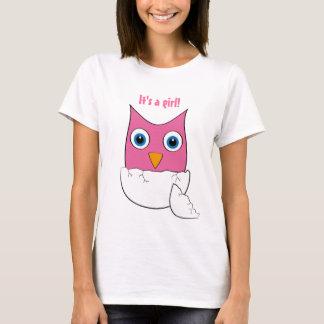 """かわいいピンクのベビーのフクロウ- """"それはです女の子""""は Tシャツ"""