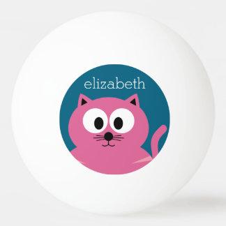 かわいいピンクの脂肪質猫-青い背景 卓球ボール