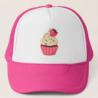 かわいいピンクはいちごのカップケーキを振りかけます キャップ