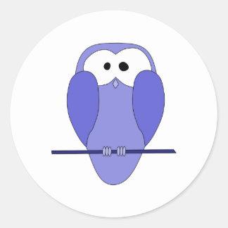 かわいいフクロウの漫画。 青い ラウンドシール