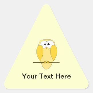 かわいいフクロウの漫画。 黄色 三角形シール