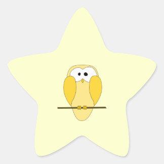かわいいフクロウの漫画。 黄色 星シール
