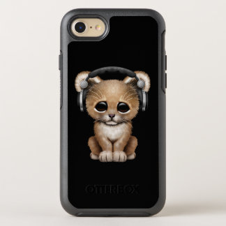 かわいいベビーのライオンの身に着けているヘッドホーン オッターボックスシンメトリーiPhone 8/7 ケース