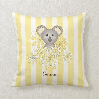 かわいいベビーの動物の子供部屋|の子供部屋の名前の黄色 クッション