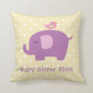 かわいいベビーの象および鳥の名前入りな枕 クッション