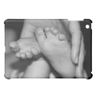 かわいいベビーの足 iPad MINIカバー