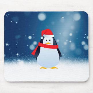 かわいいペンギンw赤いサンタの帽子のクリスマスの雪は主演します マウスパッド