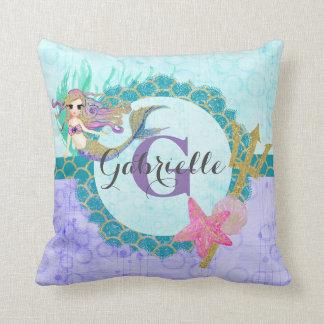 かわいいモノグラムの人魚のティール(緑がかった色)及び紫色の水彩画 クッション