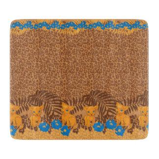 かわいいライオンの漫画および花のヒョウパターン カッティングボード