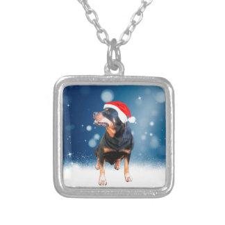 かわいいロットワイラー犬のクリスマスのサンタの帽子の雪の星 シルバープレートネックレス