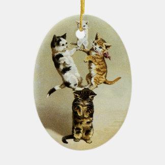 かわいいヴィンテージ遊んでいるビクトリアンな猫の子ネコユーモア セラミックオーナメント
