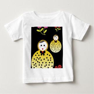 かわいい人形のデザインBeebushka ベビーTシャツ