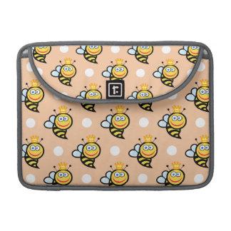 かわいい女王バチ、モモ及び白い水玉模様 MacBook PROスリーブ