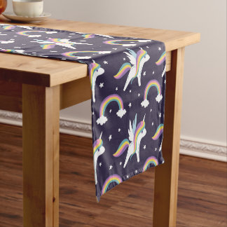 かわいい妖精のユニコーン + 虹の青の背景 ショートテーブルランナー