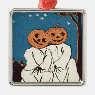 かわいい抱擁のカボチャジャックOのランタンの幽霊 メタルオーナメント