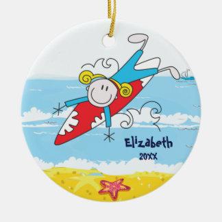 かわいい棒の姿のサーファーの女の子のクリスマスのオーナメント セラミックオーナメント