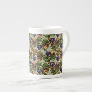 かわいい森林カシのドングリパターン ボーンチャイナカップ